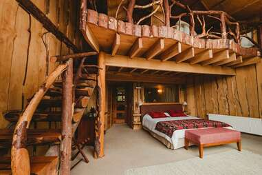 treehouse suite, bed
