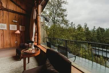 Treehouse hotel balcony