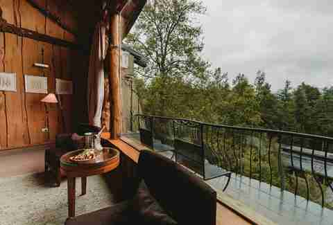 Treehouse hotel balcony