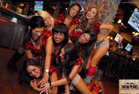 Twin Peaks restaurant waitresses