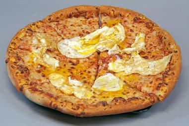 eggs over easy pizza