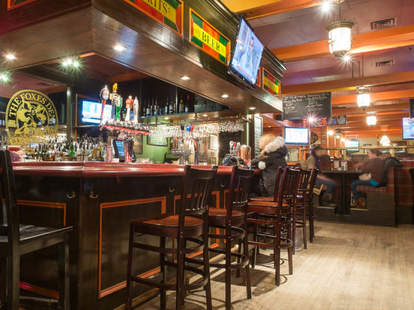 Foxes Den Bar & Grill Toronto