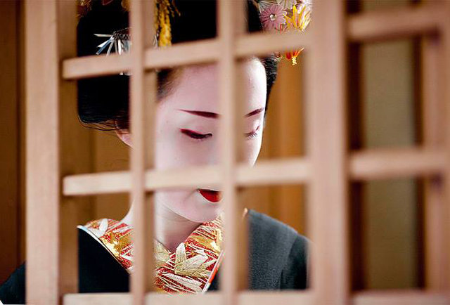 Everything you need to know about getting a geisha (on the cheap)