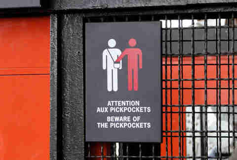 French Beware of Pickpockets sign