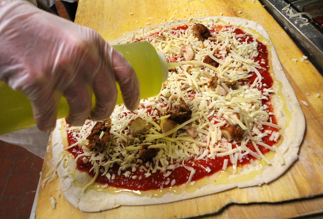 Honey Butter Fried Chicken pizza now exists, and it\'s incredible