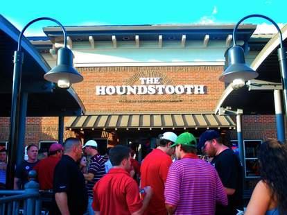 Houndstooth bar