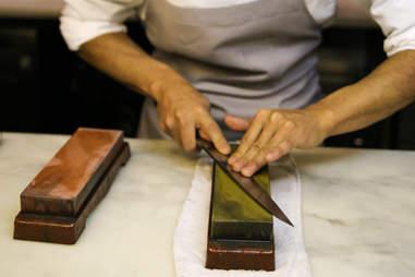 sharpening knife