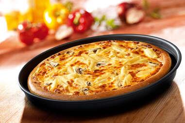 Pizza Hut mac n cheese pizza