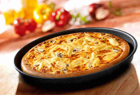 Pizza Hut mac n cheese pizza