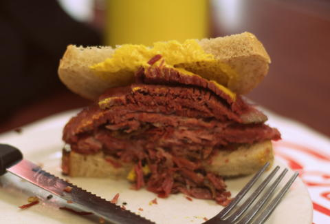 Schwartz 39 s montreal hebrew delicatessen a montreal for Articles cuisine montreal