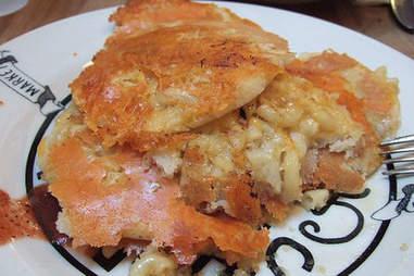 Mac 'n cheese pancakes