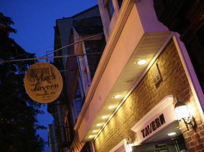 Mac's Tavern exterior