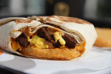 taco bell breakfast crunchwrap am