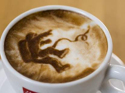 Gravity latte art