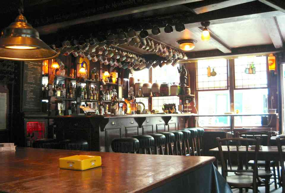 The oldest bars in Amsterdam - Amsterdam's oldest bar: we