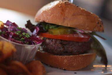 Burger at Helm