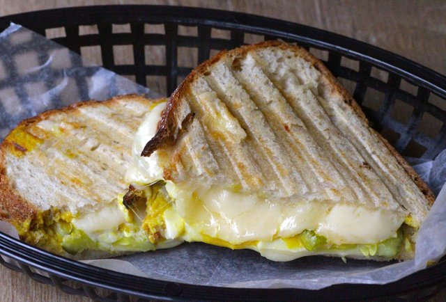 This bar will do your laundry while you drink and eat grilled cheese