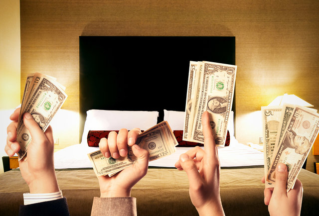 Score cheap rooms by letting hotels fight over you
