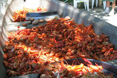 crawfish craw fish boil seafood spicy how to do this at home summer