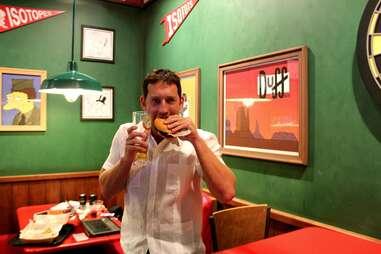 Eating the Springfielder at Moe's Tavern at Universal Studios Orlando