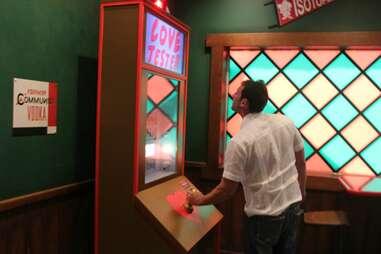 Love Tester at Moe's Tavern at Universal Studios Orlando