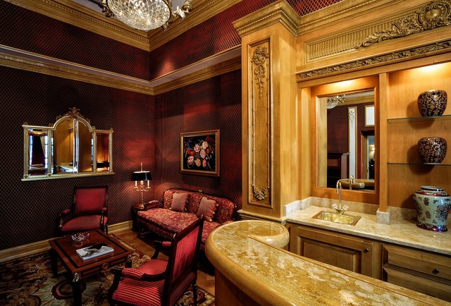 Your hotel room\'s got what?! Vegas\'s 10 most luxurious high roller suites.