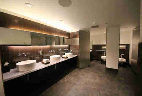 best chicago hotel bathrooms