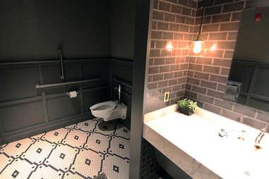 best chicago hotel bathrooms