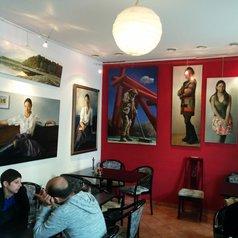 Central Hotel & Café