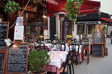 Paris restaurant exterior