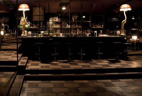 best hidden bars in berlin thrillist. Black Bedroom Furniture Sets. Home Design Ideas