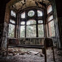 abandoned bed room
