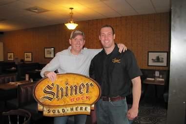 Shiner sign