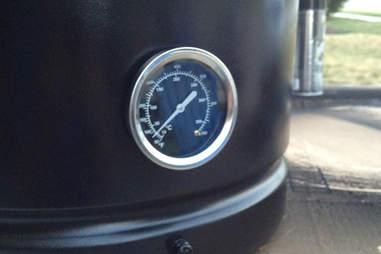temperature gauge on smoker