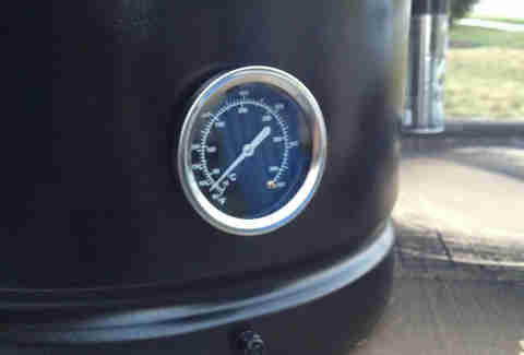 temperature gauge on smoker