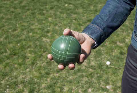 How to hold a bocce