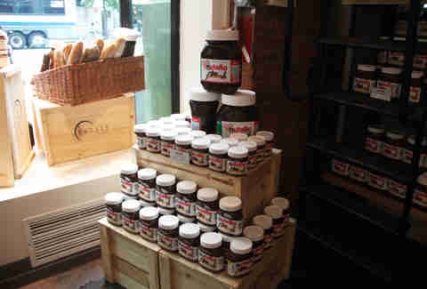 Nutella jars display