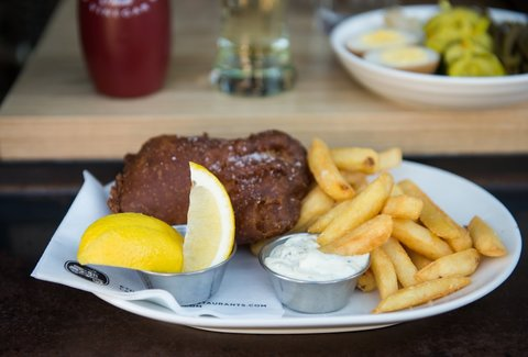 Chippy 39 s fish drink thrillist seattle for Fish and chips ballard