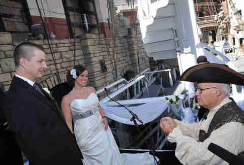 Weird vegas weddings vegas weddings thrillist for Crazy las vegas weddings