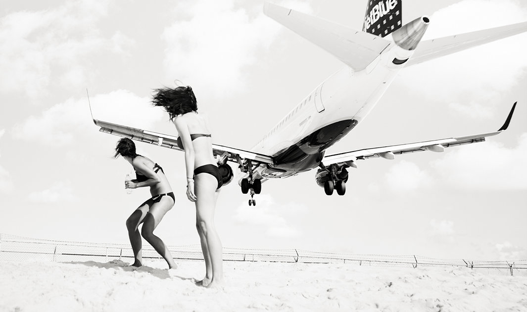 These photos of planes landing near people are terrifying