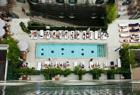 How To Sneak Into Nyc Hotels With Rooftop Pools To Cool Off Thrillist