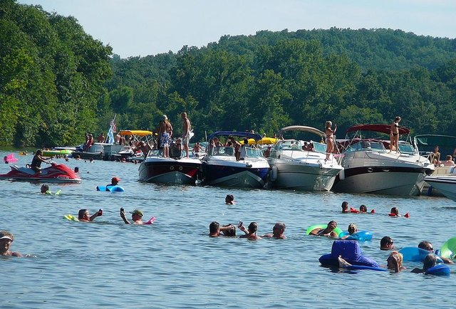 America\'s 10 Greatest Party Lakes
