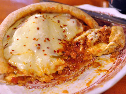 pizza pot pie chicago pizza and oven grinder thrillist