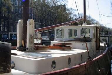 B28 Houseboat