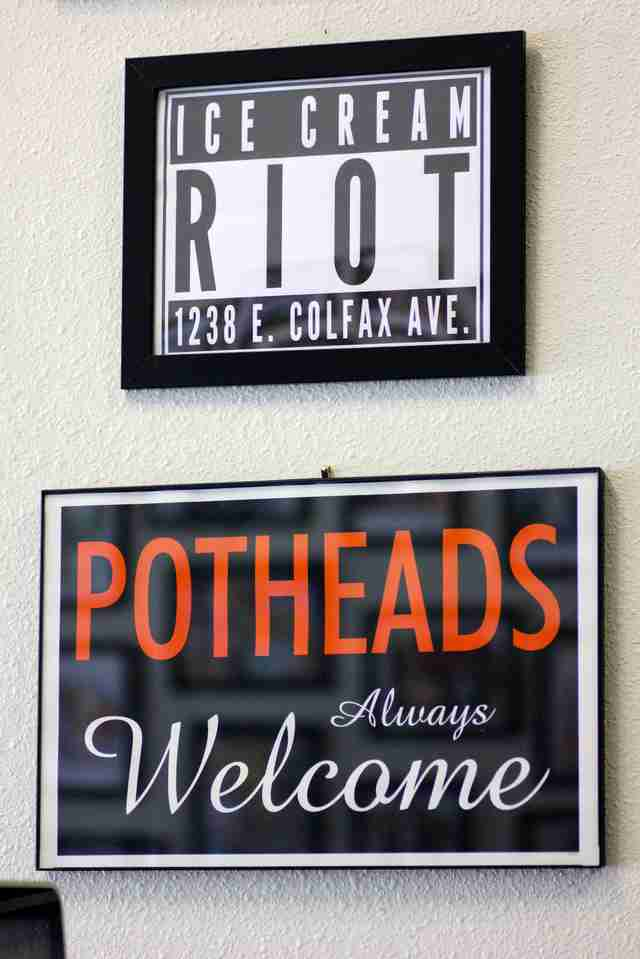 potheads always welcome sign