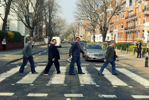 watch tourists at abbey road in this hilarious live stream thrillist