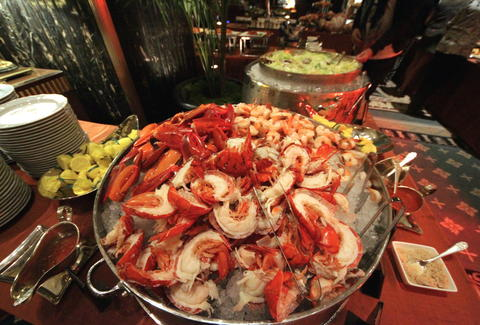 waldorf astoria brunch midtown nyc things to do in new york rh thrillist com new york seafood buffet glendale new york city seafood buffet