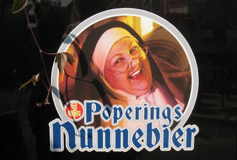Poperings Nunnebier label