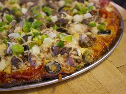 pizza olives thrillist bonnie & clyde's louisville