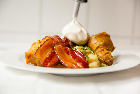 David Burke's beer-battered fried chicken with beer glazed bacon and beer foam — Thrillist Recipes